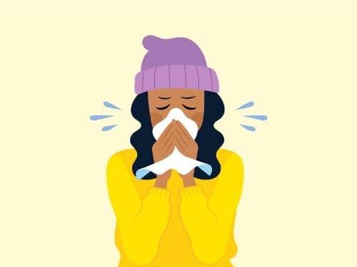 Donna raffreddata con sintomi influenzali