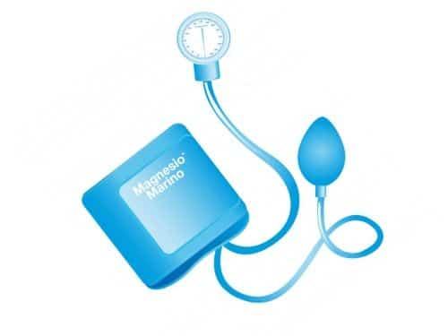 Illustrazione di una macchinetta per la pressione sanguigna azzurra con marchio di magnesio marino