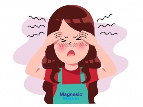 Ragazza con mal di testa