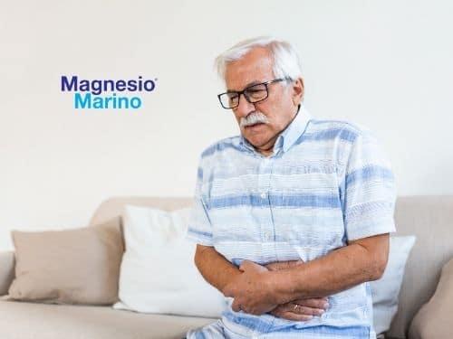 Anziano signore con forti dolori intestinali