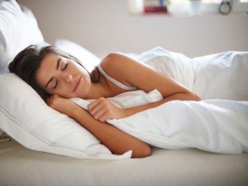 Donna che dorme lieta